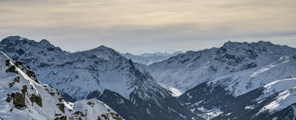 "This are pictures I shot while making a timelapse sequence. I went with my skis slightly below the peak ""Zamangspitze"" to shot the passing clouds. Suddenly a skier went past me and began the ascent. So (of course) I grabbed my camera and aimed in his direction ;) BTW: the […]"